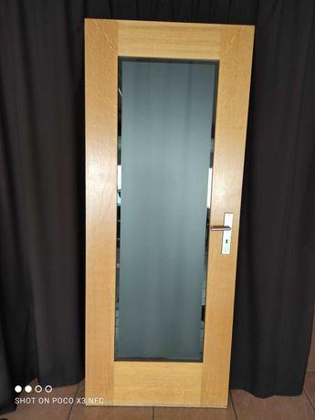 Porta interior de madeira e vidro