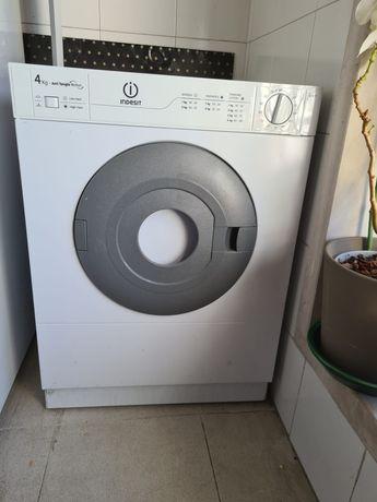 Máquina de secar roupa Indesit Anti Tangle Motion