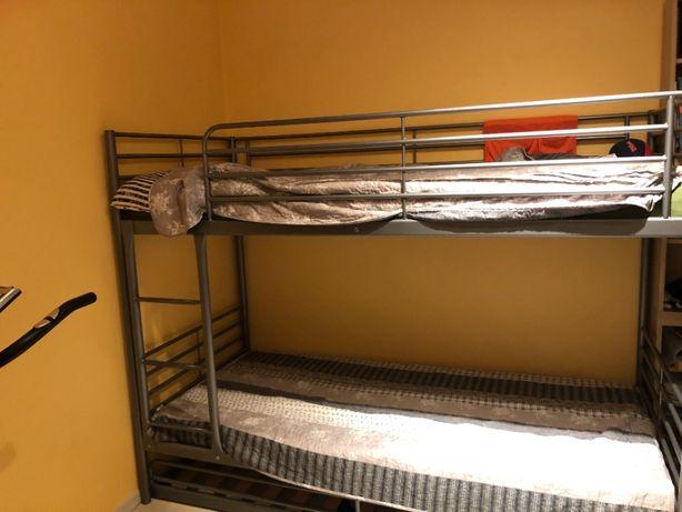 Łóżko piętrowe SVARTA - IKEA