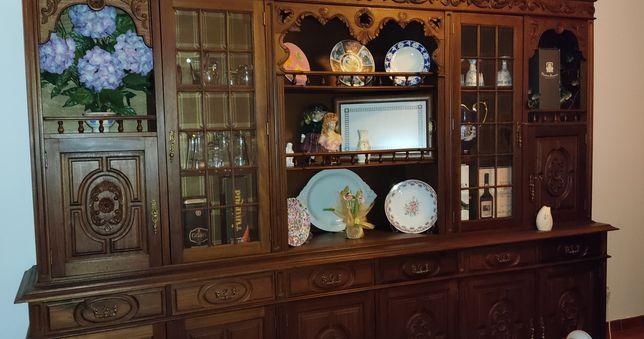 Móvel de sala de jantar, mesa e cadeiras