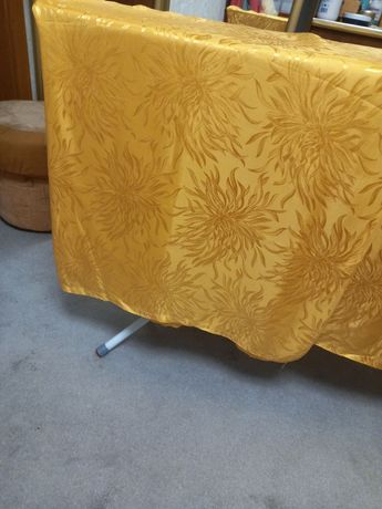 Жовті атласні штори