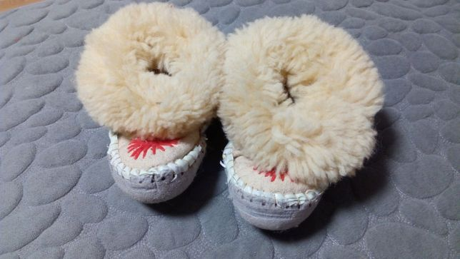 Теплющие тапули для малышки.