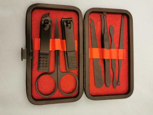Zestaw do Manicure 7 elementów etui nożyczki obcinacz pilnik pęseta