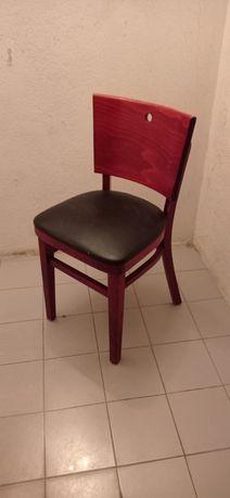 Cadeiras de madeira maciça e pele feita á mão