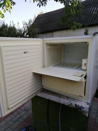Небольшой холодильник