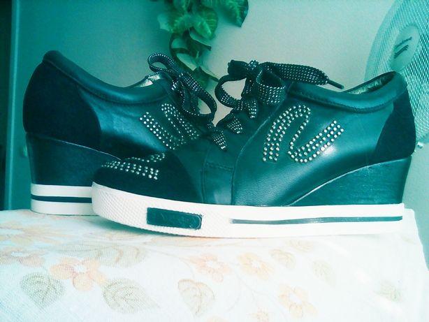 Ботинки кроссовки,стелька 22,5 см натуральная кожа с замшей,новые