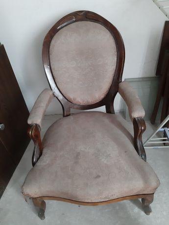 Ładny fotel antyczny