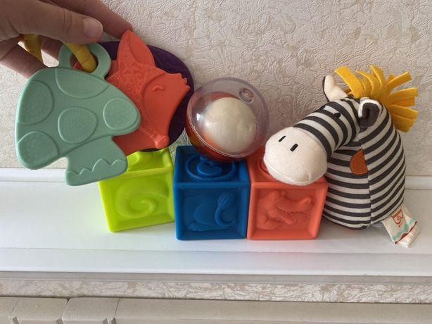 Набор игрушек Battat погремушка грызунок кубики как новое