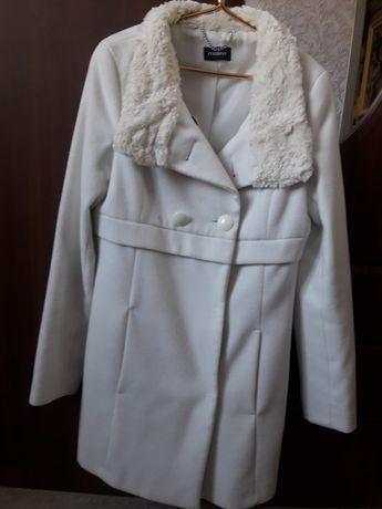 Продам пальто  белое