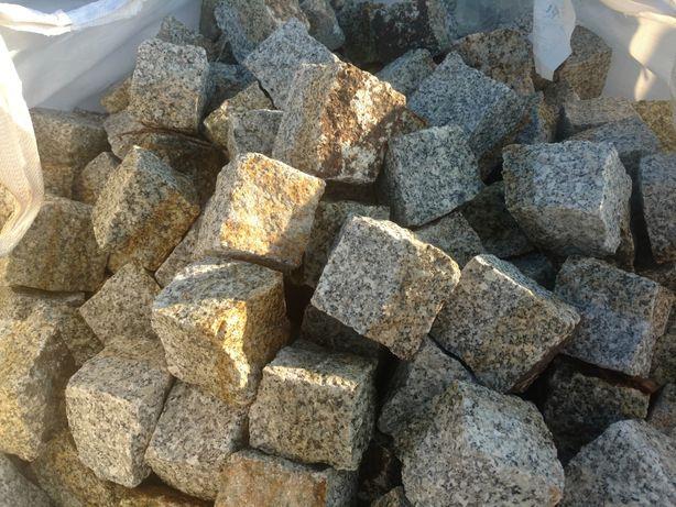 Kostka granitowa szaro ruda brukowa granit kamień granitowy grys gres