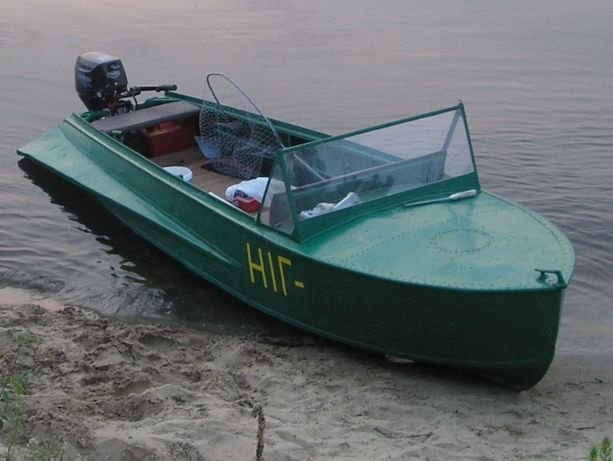 Лодка Южанка-М в отличном состоянии, по грунтована ,покрашена,