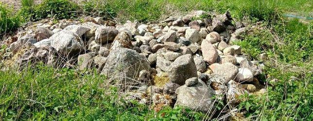 Kamienie z pola. Duże i małe