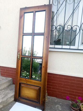 Продам межкомнатные двери, дерево