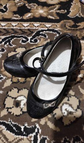 Туфельки на девочку 30 размер