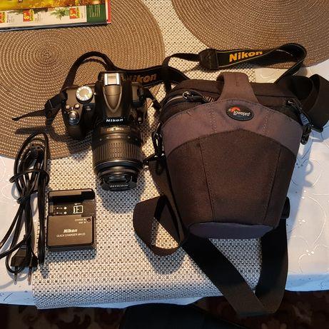 Nikon D3000 + AF-S DX Nikkor VR 18-55mm