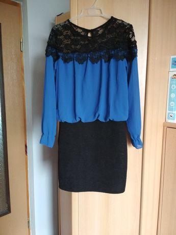 Elegancka chabrowa sukienka z koronką