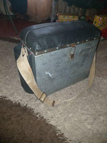 Рыбацкий алюминевый ящик с удочками,багор