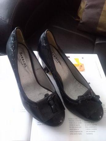 Sapatos pretos Tam. 38 novos