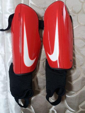Nowe Ochraniacze piłkarskie Nike junior rozmiar L