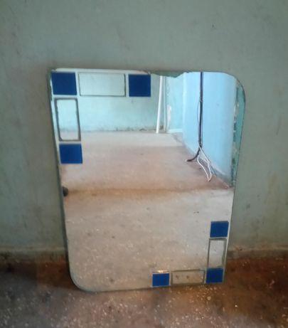 Зеркало, вид на фото