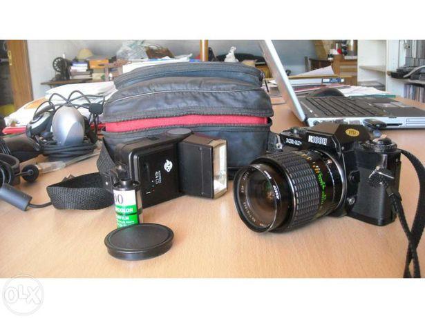 Máquina fotográfica ricoh KR-10x e acessórios