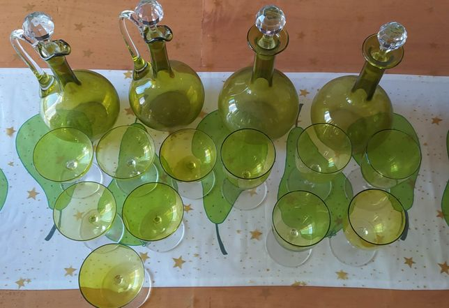 Serviço de copos e jarro em vidro vintage