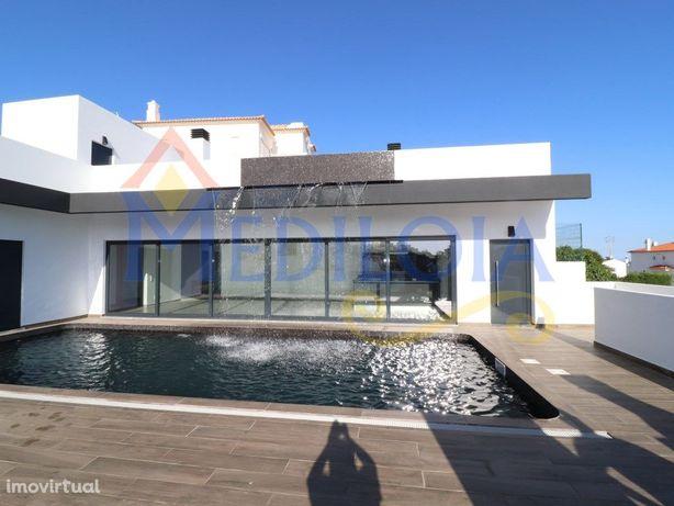 Moradia T3 com piscina e garagem