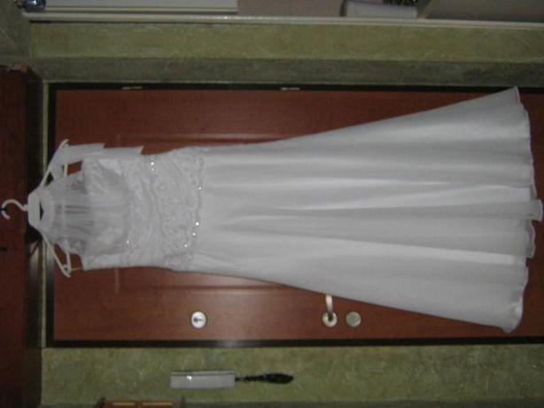 Piękna suknia ślubna plus dodatki