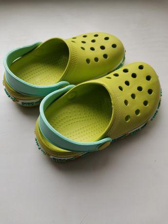 Шльопанці, крокси, тапочки, взуття в басейн / пляж