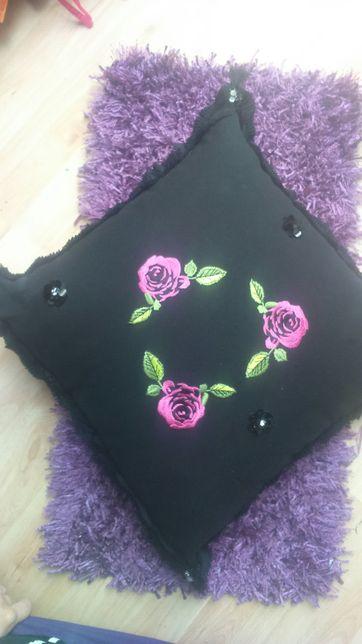 Nowa, czarna, ręcznie dekorowana poduszka jasiek 50 x 50 cm