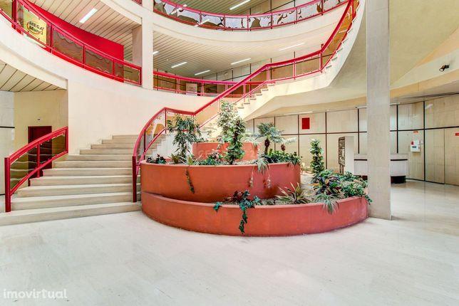 Escritório com 153 m2 inserido em edifício de coworking em Santo Antón