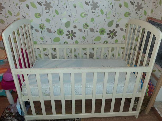 Кровать кроватка детская с маятником и бельём матрасом