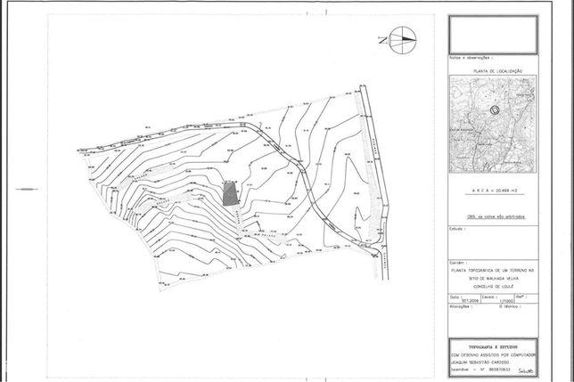 Fantástico lote de terreno com ruína com 1,7 hectares.