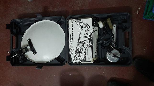 Мобільна супутникова антена в пластиковій валізі