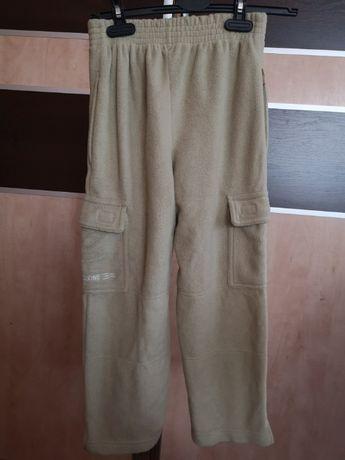 Śliczne spodnie chłopięce polarowe
