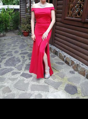 Вечірнє плаття з розрізом
