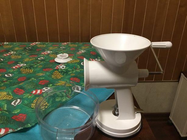 Кухонная машинка механическая