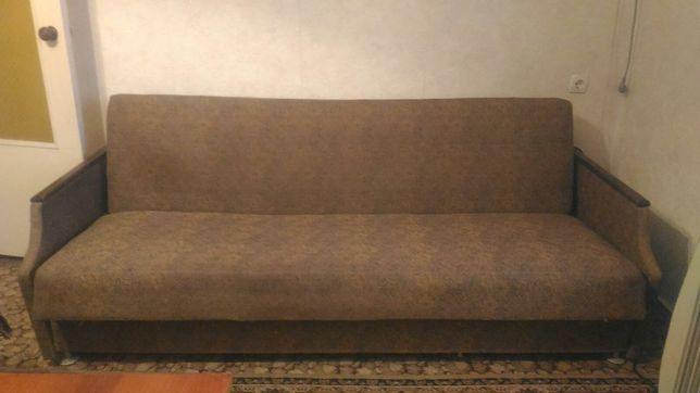 Продам диван на Юбилейном!