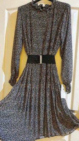 Plisowana sukienka, pasuje od rozmiaru S do L
