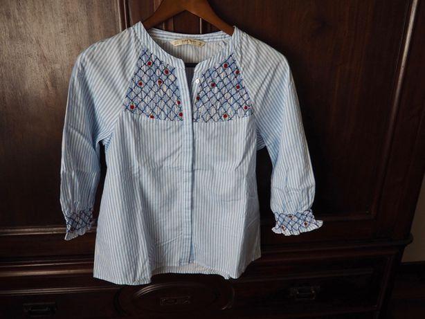 Camisa nunca usada Zara com detalhes bordados e flores