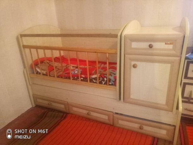 Продам кроватку  Кровать-трансформер Bertoni Trend Plus
