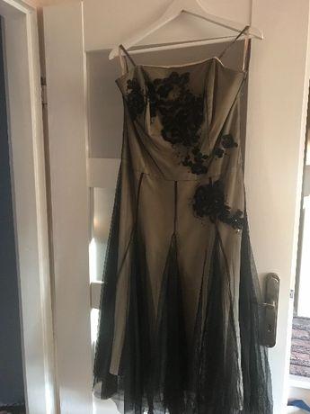 Sukienka Manson z tiulowymi wykonczeniami czarna