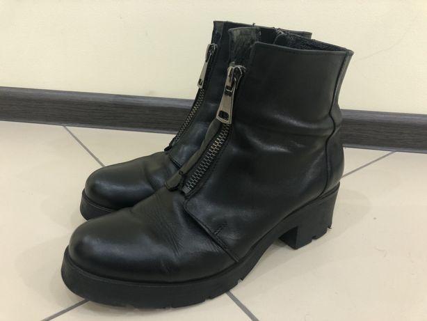 Продам женские демисезонные ботинки из натуральной кожи фирмы Carinii