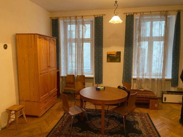 Lokal 73 m2 na I piętrze - osobne wejście - Piotrkowska r. Tuwima