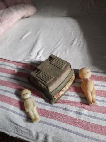 Продам или обменяю Кабину от детской машыны и две куклы СССР.