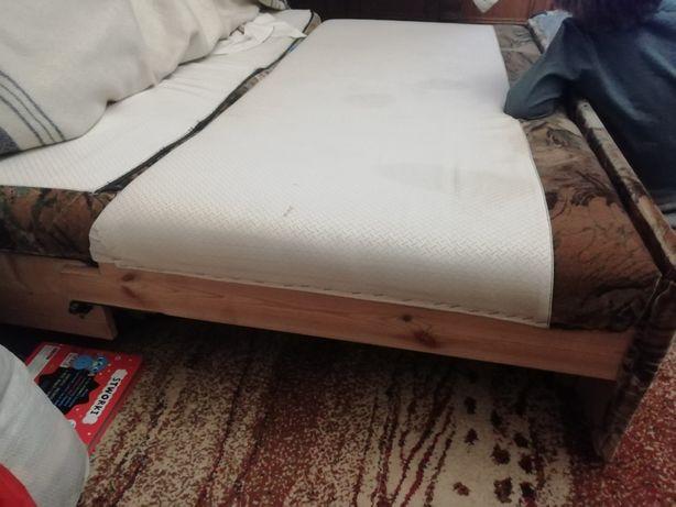Oddam czysta higieniczna bez plam przetarc i dziur sofe rozkładana