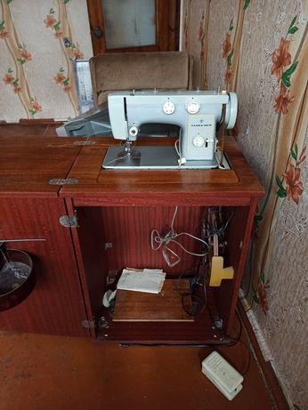Продам швейную машинку Чайка 142м м ножным и электроприводом
