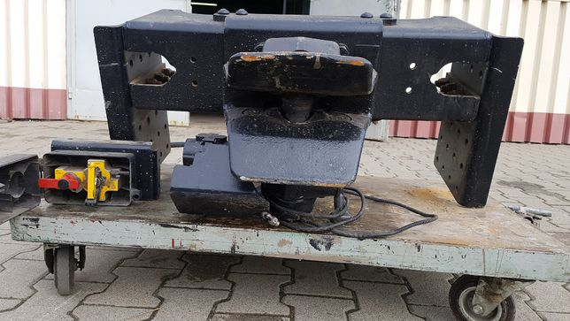 Zaczep hak VBG fi57 pneumatyczny kompletny z belką z MAN TGS