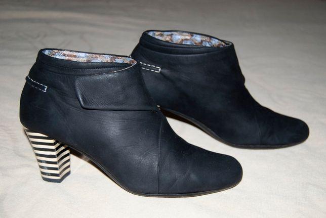 Красивые ботинки дорогого бренда Camper