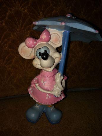 """Продам статуэтку """"Крыска с зонтиком"""". Цена 30 грн."""